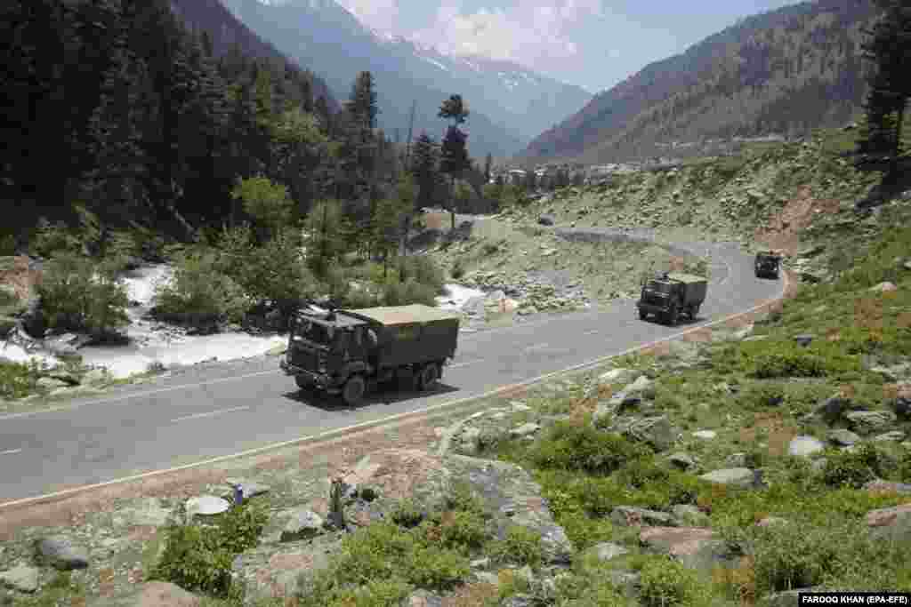 Indian army trucks move along a highway leading to Ladakh, at Gagangeer some 81 kilometers from Srinagar, the summer capital of Indian Kashmir, 17 June 2020.A 1993 agreement between the two countries stipulates that neither side shall use force at the Line of Actual Control (LAC), the de facto border. But violent, high-altitude disputes have erupted several times without any shots being fired.