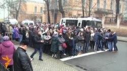 Біля адміністрації Януковича збирають колони людей і ведуть у бік Майдану