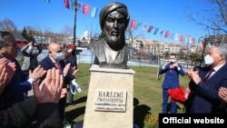 Церемония открытия памятника Мухаммаду аль-Хорезми в Анкаре.