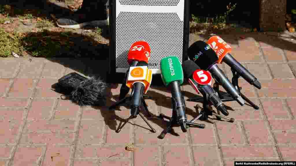 Серед резонансних справ організатори акції також назвали вбивство журналіста Павла Шеремета і журналіста Вадима Комарова (його побили в 2019 році в Черкасах, після 46 днів у комі він помер. Злочин досі не розкрито, а виконавців і замовників – не покарано)