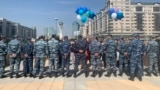 Kazakhstan - A group of mortgage holders wanted to go to the Akorda to congratulate the president, but the police did not let them through. Nur-Sultan, 17 May 2021