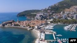 Pogled na stari grad u Budvi, grad na crnogorskoj obali, zabilježeno avgusta 2020. pet mjeseci nakon proglašenja pandemije korona virusa.