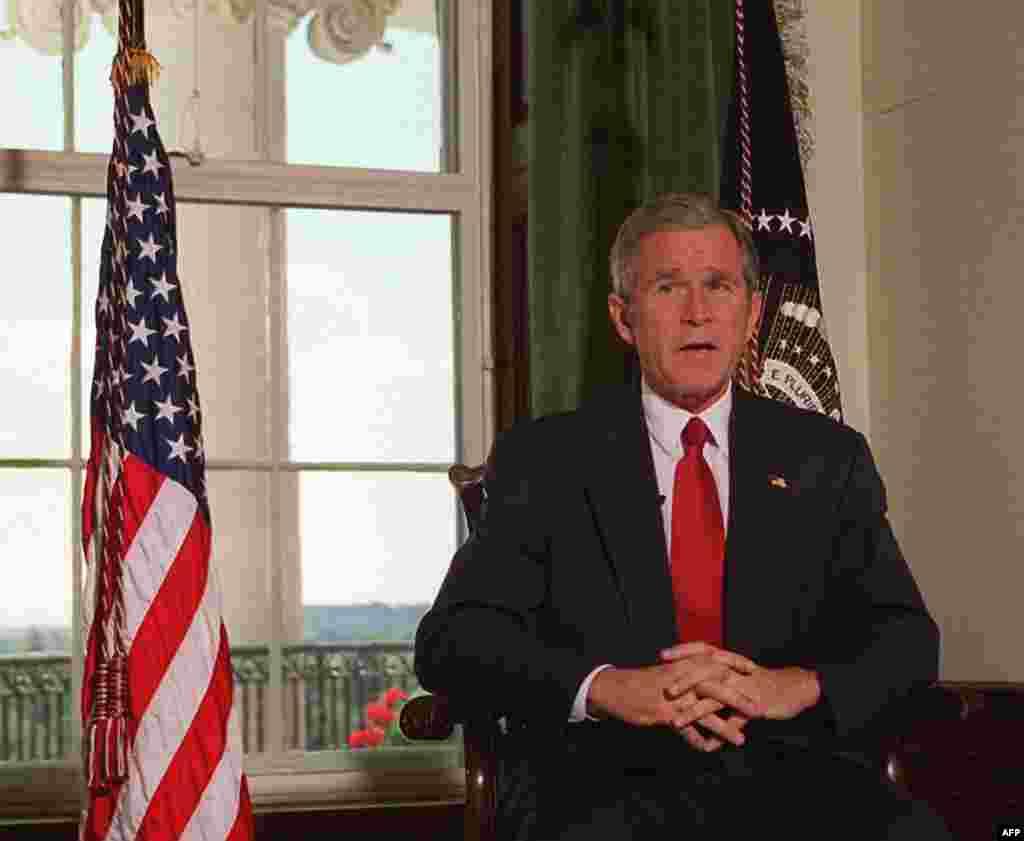 Néhány nappal későbbGeorge W. Bush amerikai elnök engedélyezi az erő alkalmazását az Egyesült Államok elleni szeptember 11-i – úgynevezett 9/11-es – terrortámadások felelősei ellen