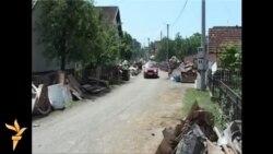 Svi pomažu u čišćenju poplavljenih sela