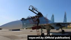 Російський літак Су-30СМ на аеродромі в Барановичах, 8 вересня 2021 року