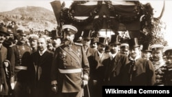 Фердинанд и министър-председателят Александър Малинов в деня на обявяване на независимостта.