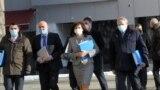 Управляващите от ГЕРБ подадоха документи за регистрация за предстоящите избори в ЦИК в последния възможен ден заедно със СДС. Общо осем коалиции и 31 партии са подали документи за участие