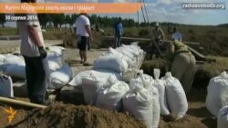 Для захисту від бойовиків жителі Маріуполя риють траншеї і окопи