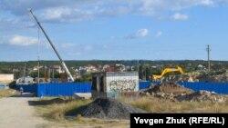 Строительство ледового дворца на горе Воронцова в Севастополе, сентябрь 2021 года