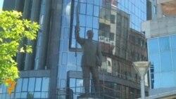 Споменици во време на криза