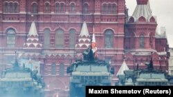"Ruska oklopna vozila ""Typhoon"" na vojnoj paradi u Moskvi, 9. maj"