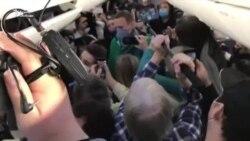 Навальный на борту самолета