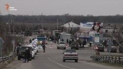 Півтора кілометра за 5 годин: КПВВ у Станиці Луганській (відео)