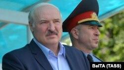 Belarusian ruler Alyaksandr Lukashenka (left) and Interior Minister Yury Karayeu (file photo)