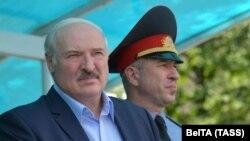 الکساندر لوکاشنکو، رئیس جمهور و یوری کارایئو، وزیر کشور بلاروس