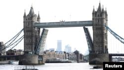 Лондондағы Тауэр көпірі. 9 тамыз 2021 жыл. Көрнекі сурет.