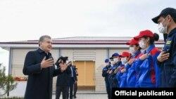 Regionalni zvaničnici počeli su da sređuju naselja pošto je predsednik Uzbekistana Šavkat Mirzijojev poslednjih nedelja nenajavljeno posetio nekoliko stambenih četvrti.