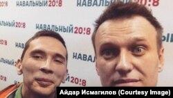 Айдар Исмагилов с Алексеем Навальным во время приезда политика в Уфу в 2017 году