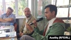 Сулдан: Искәндәр Измайлов, Руслан Айсин һәм Әлфрид Бустанов