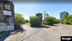 Az egykori Hídépítő utca–Helyi kikötő út sarka a Google térképén