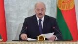 ОМОН преследует участника протестного митинга после оглашения результатов президентских выборов, на которых Александр Лукашенко избрался на четвертый срок. Минск, 19 декабря 2010 года.