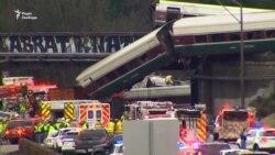 Залізнична катастрофа у США: вагони впали на автомагістраль (відео)