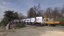 Gondola seče drveće u centru Beograda