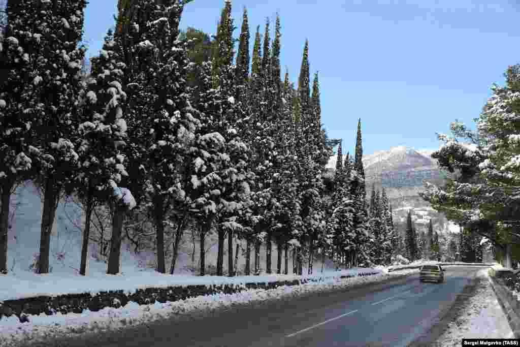 Автодорога между Гурзуфом и Партенитом