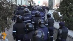 Ce au scandat protestatarii la Moldtelecom