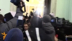 Судовий виконавець Лариса Сабодан оприлюднює ухвалу суду на забезпечення рішення звільнити КМДА