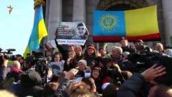 Маці і сястра Надзеі Саўчанка выступілі на Майдане