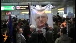 Doček Šešelja na beogradskom aerodromu