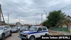 Автомобиль полиции на улице в Талапкере.