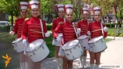 Թմբուկ նվագում են նաեւ աղջիկները