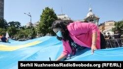 Bayraqnı Ukraina halq deputatı İvanna Klımpuş Tsıntsadze imzaladı
