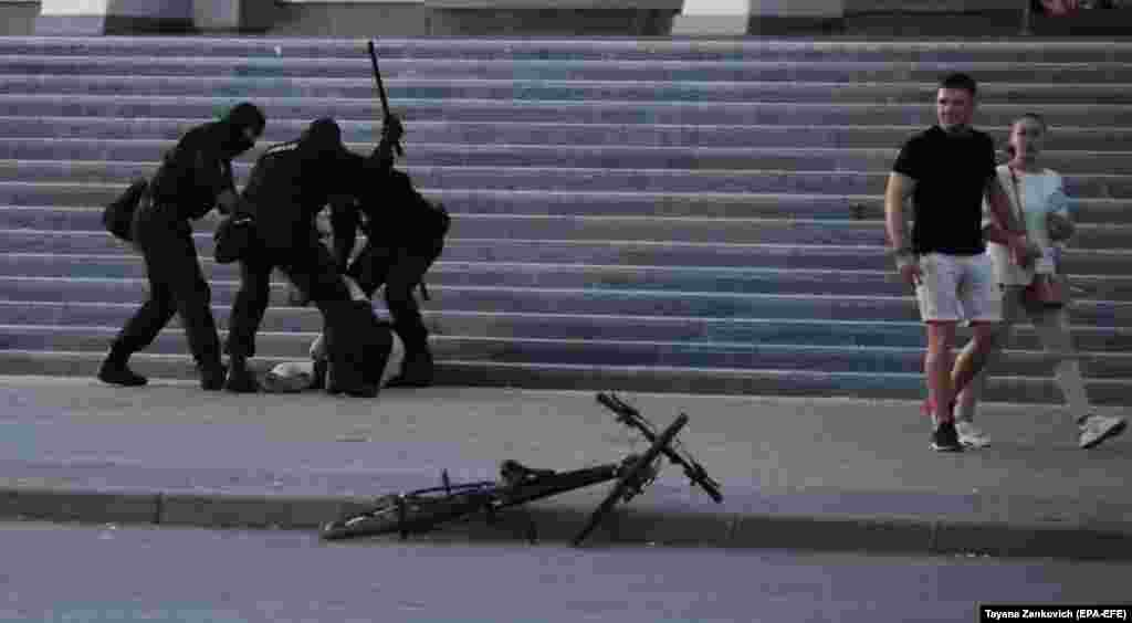 Belarusian security forces beat an unidentified person in Minsk.
