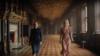 لیلی جیمز (نقش خانم دووینتر) و کریستین اسکات توماس (خانم دانورس) در نسخه جدید ربکا، ساخته بن ویتلی
