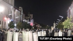 Kordon policije za razbijanje demonstracija u Pinsku 9. avgusta, dok su širom Belorusije izbijale masovne demonstracije protiv rezultata spornih predsedničkih izbora(slika iz datoteke)
