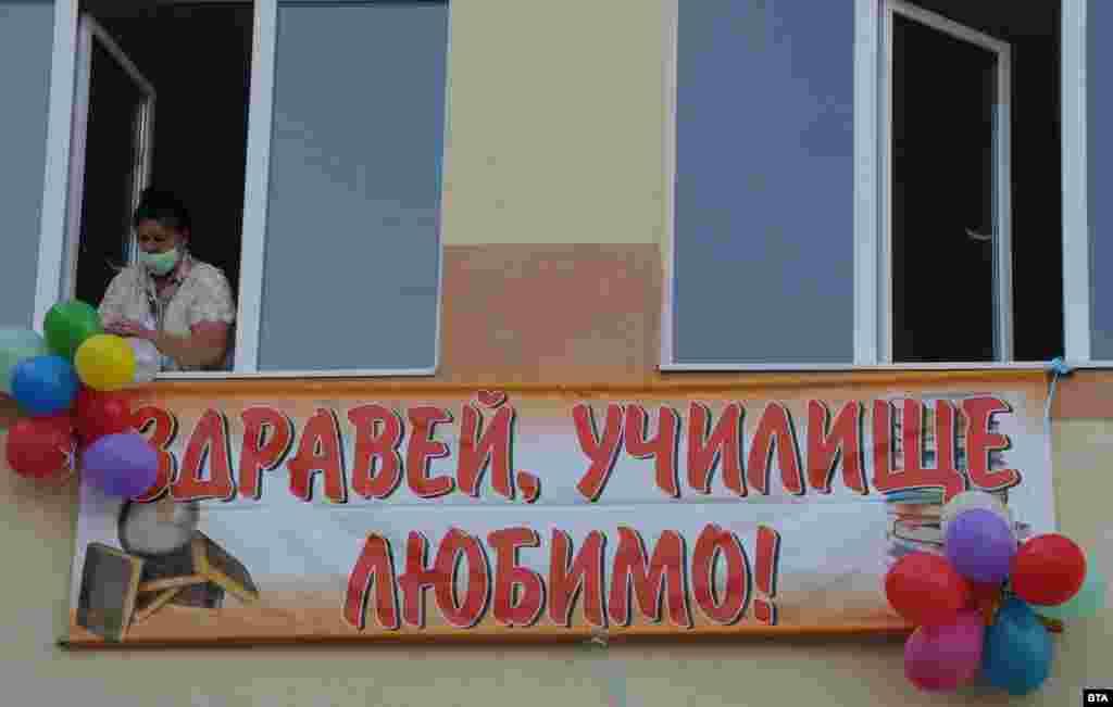 """ОУ """"Петко Каравелов"""" в Асеновград посрещна 104-ма първокласници - най-много в цялата община."""