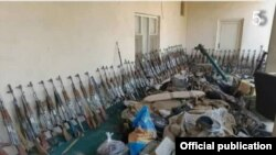 Оружие и боеприпасы афганских военнослужащих, которые были вынуждены отступить на территорию Таджикистана. Фото пресс-центра Погранвойск ГКНБ РТ