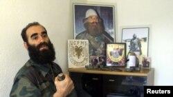 Ridvan Ćazimi, u kancelariji u Velikom Trnovcu. Zabeleženo 14. marta 2001. godine, dva i po meseca pre nego što je ubijen pod do danas nerasvetljenim okolnostima.