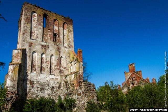Руины кирхи Петерсдорфа