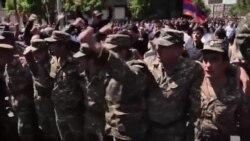 گروهی از سربازان ارتش ارمنستان به معترضین پیوست