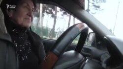 78-летняя врач пересела за баранку такси