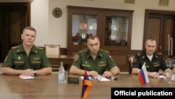 Armenia - Major-General Valery Zhila (center) and other Russian military officials meet with Armenian Defense Minister Arshak Karapetian, Yerevan, September 2, 2021.