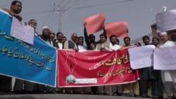 له دندې ګوښه کېدو د پاکستانیو خبریالانو ژوند ګران کړی