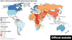 Синим отмечены полностью демократические страны, голубым – частично демократические, желтым – гибридные режимы, оранжевый и красный – авторитарные страны.
