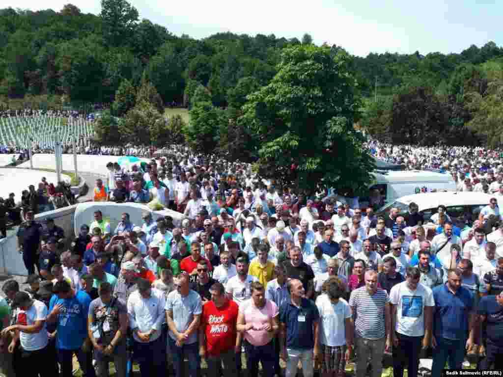 Mijëra njerëz morën pjesë në shënimin e 26-vjetorit të gjenocidit në Srebrenicë, më 11 korrik, 2021.
