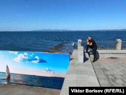 Старый пирс во Владивостоке закрыли плакатом