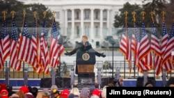 Вашингтон, перед Білим домом, 6 січня: Дональд Трамп виступає перед своїми прихильниками, після чого вони штурмували будівлю Капітолію
